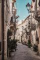 une rue à syracuse en sicile